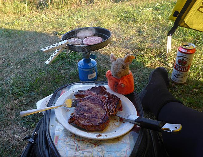 Entrecote Zelt Camping braten