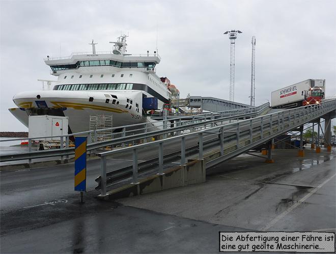 Fährschiff entladen