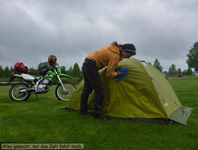 Campingplatz Zelt trockenwischen