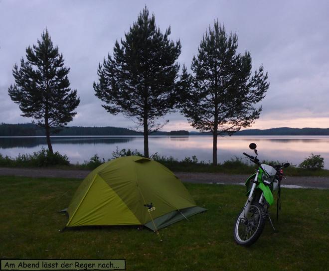 Zelt Motorrad am See