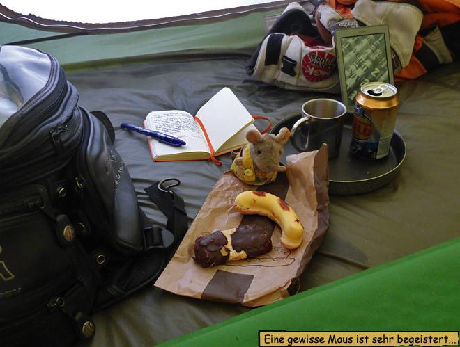 Essen im Zelt bei Regen