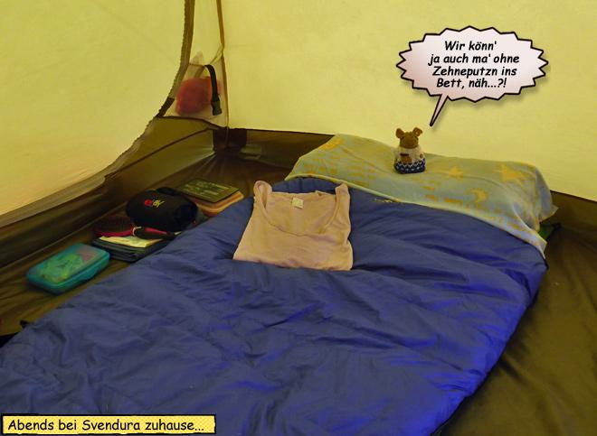 Abends im Zelt Schlafsack Kissen Isomatte