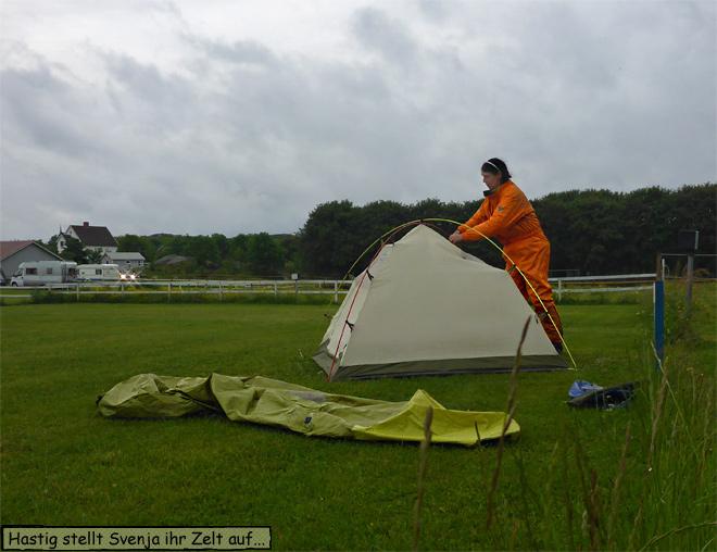 Zelt aufbauen bei Regen