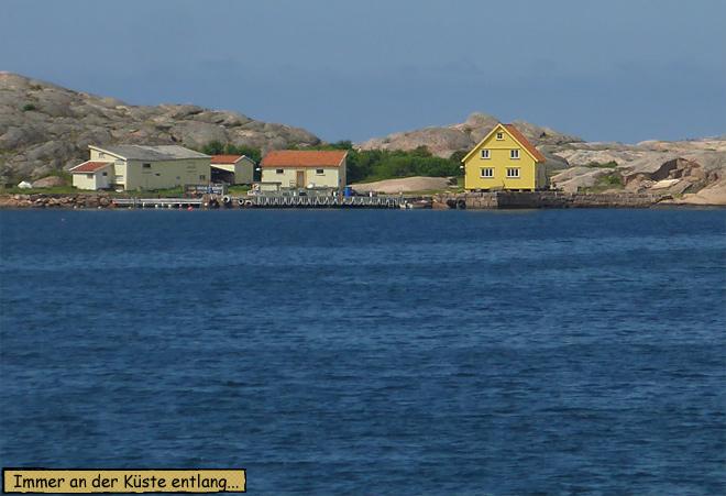 Schärenküste gelbes Holzhaus