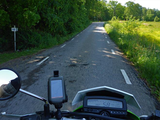Motorrad schmale Straße