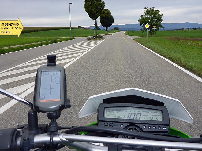 Schnelle Landstraße in der Schweiz