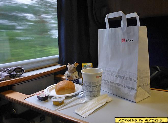 Frühstück im Autozug