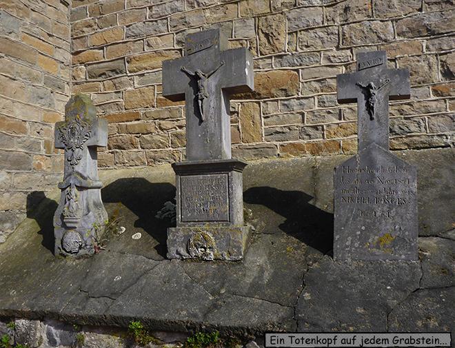 Grabkreuz Totenkopf Recht Belgien