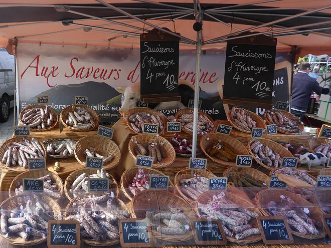 Wochenmarkt Florenville Wurststand