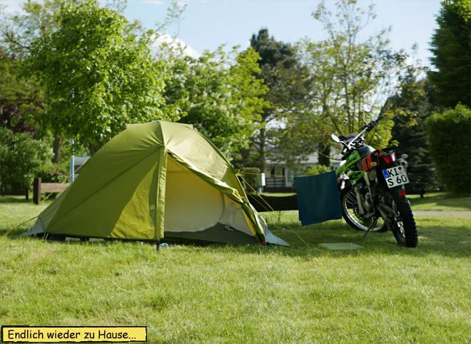Motorrad und Zelt