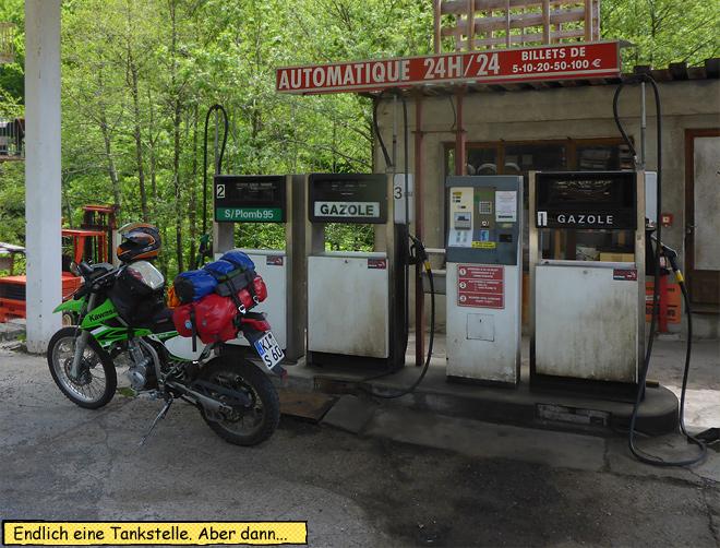 Tankstelle ländlich