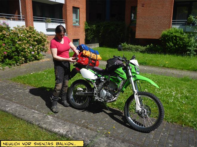 Motorrad mit Gepäck Campingausrüstung