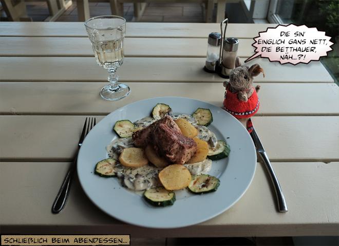 Teller im Restaurant mit Essen