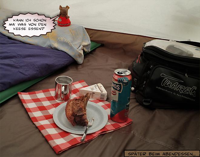 Abends im Zelt beim Abendessen
