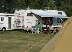 Wohnmobile und Zelt