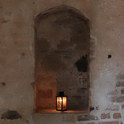 Burgmauer und Laterne