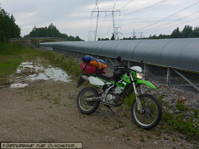 Kohleförderband in der Landschaft