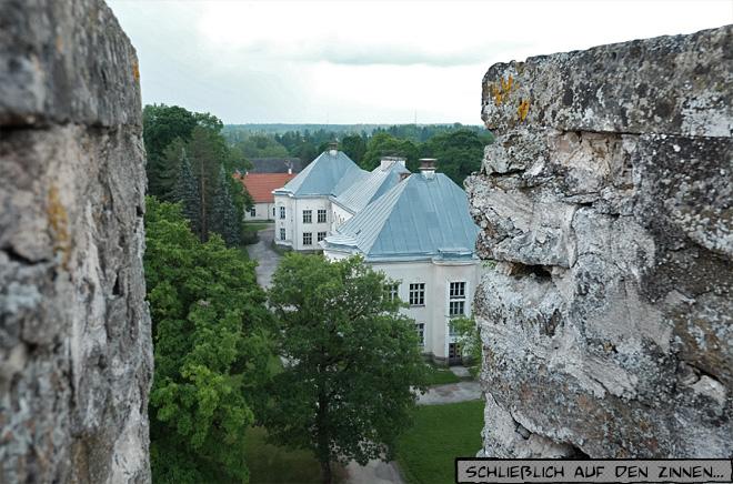 Blick von der Zinne auf Herrenhaus Gutshaus
