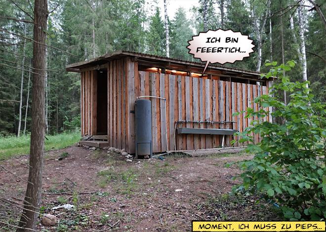 Toilettenhaus im Wald