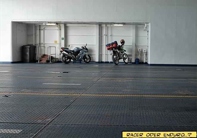 Motorräder auf der Fähre