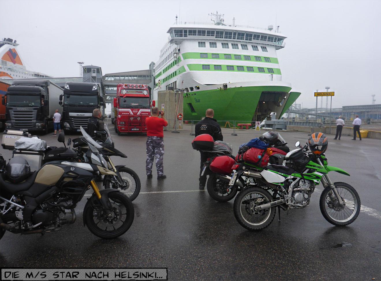 Motorräder an der Fähre