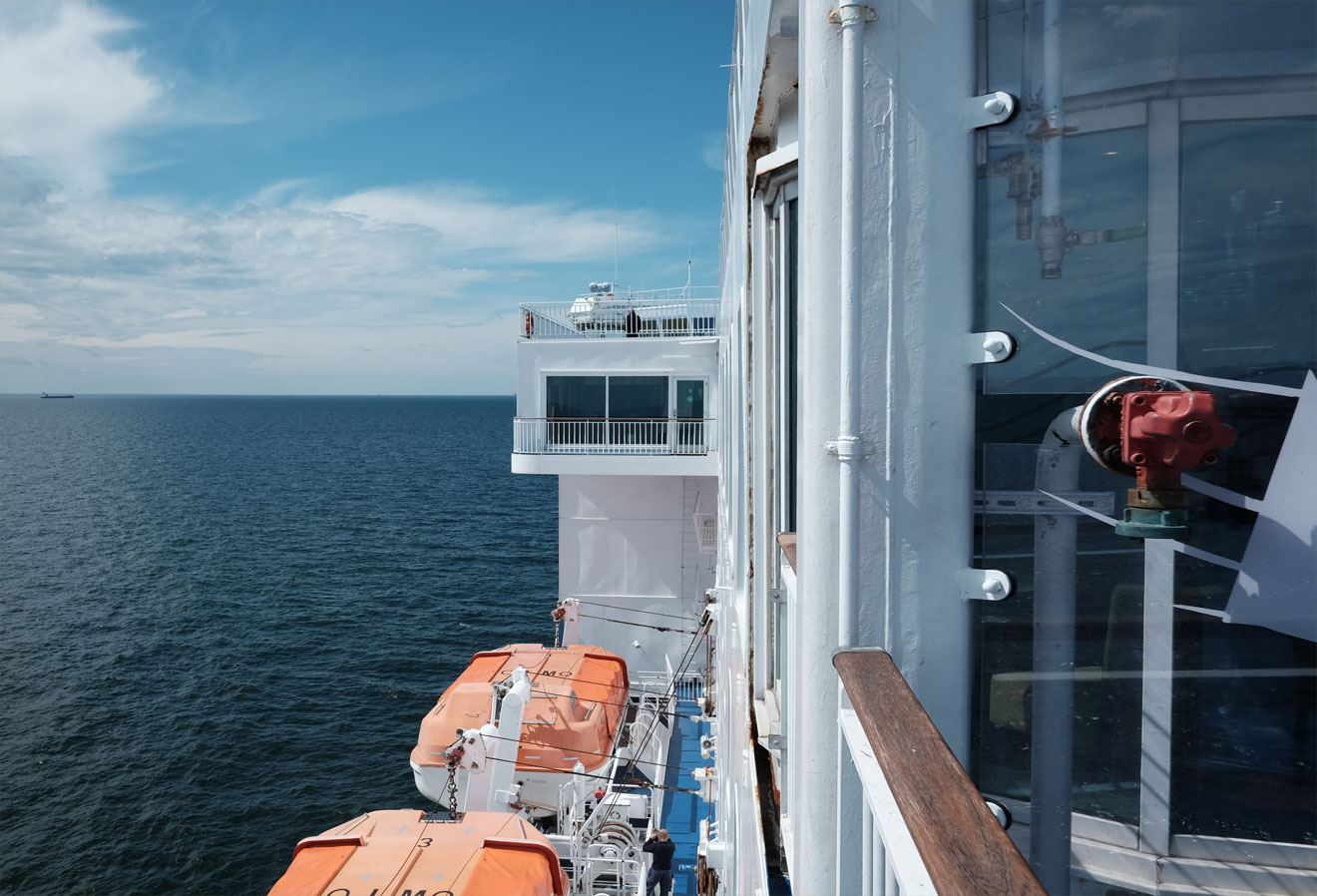 Blick vom Schiff aufs Meer