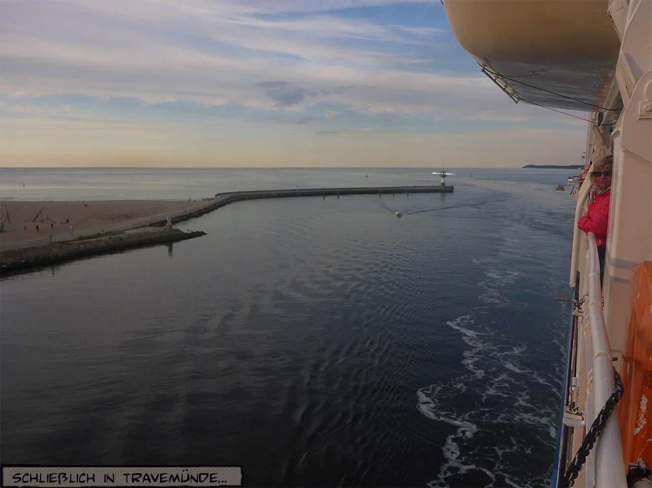Hafeneinfahrt mit Leuchtturm