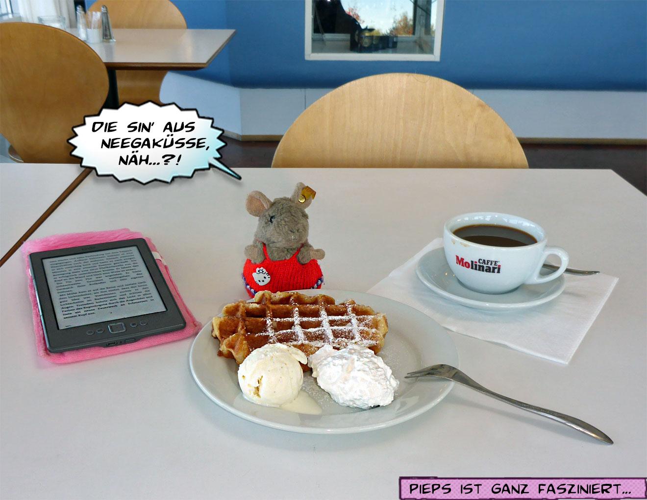 Pieps mit Eis, Waffel und Kaffee