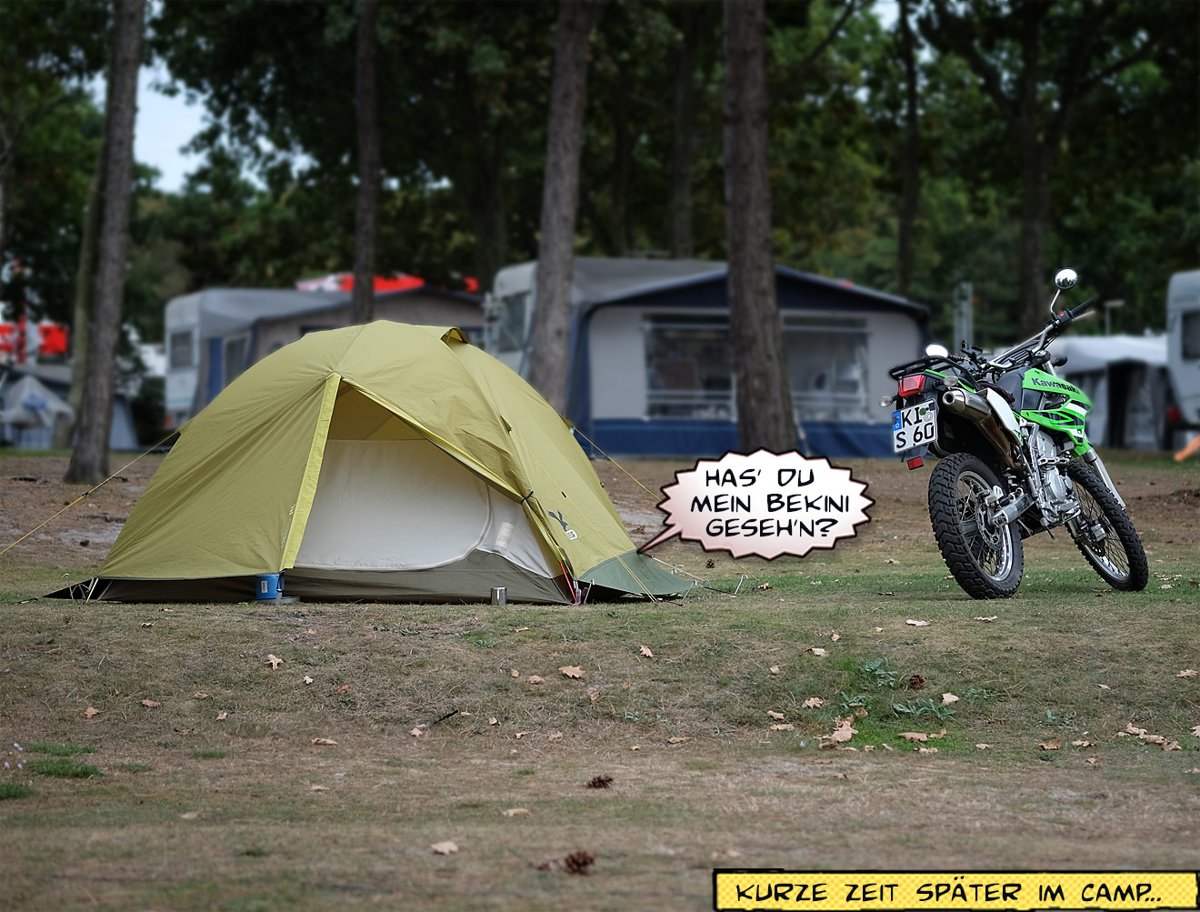 Zelt und Motorrad auf Campingplatz