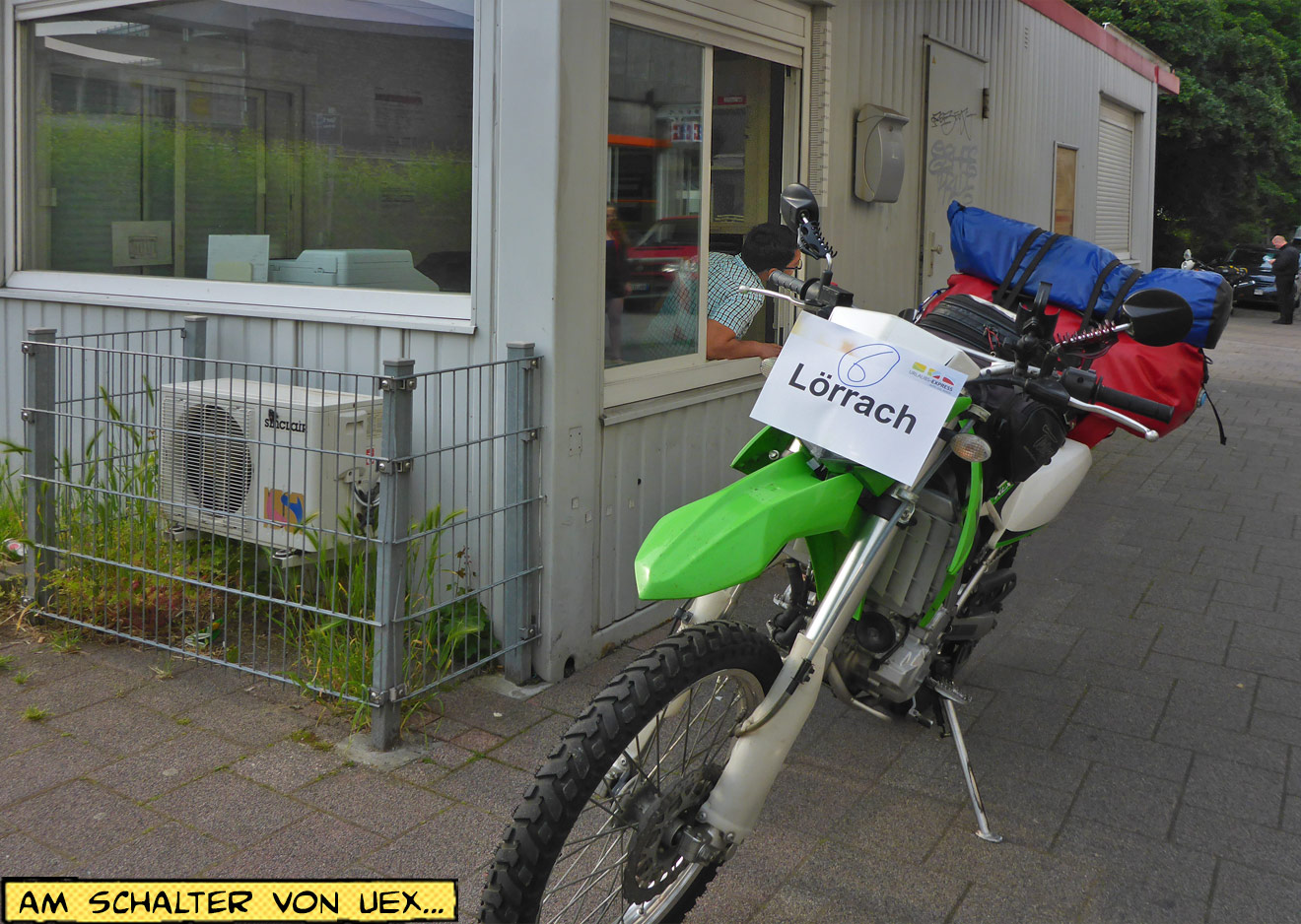 Abfertigung Autozug Check-In Schalter Motorrad