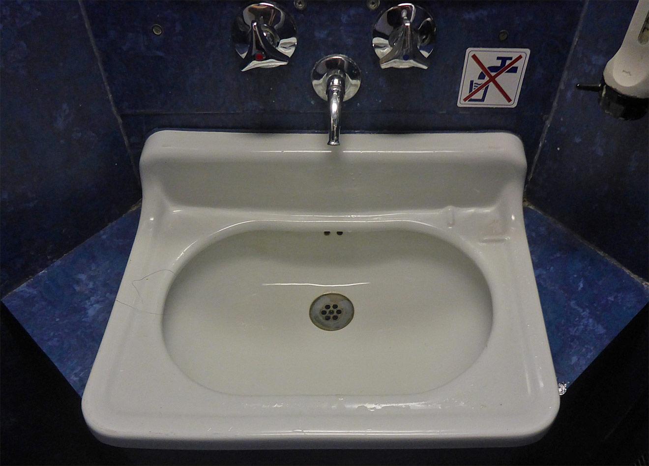 Waschbecken im Zug
