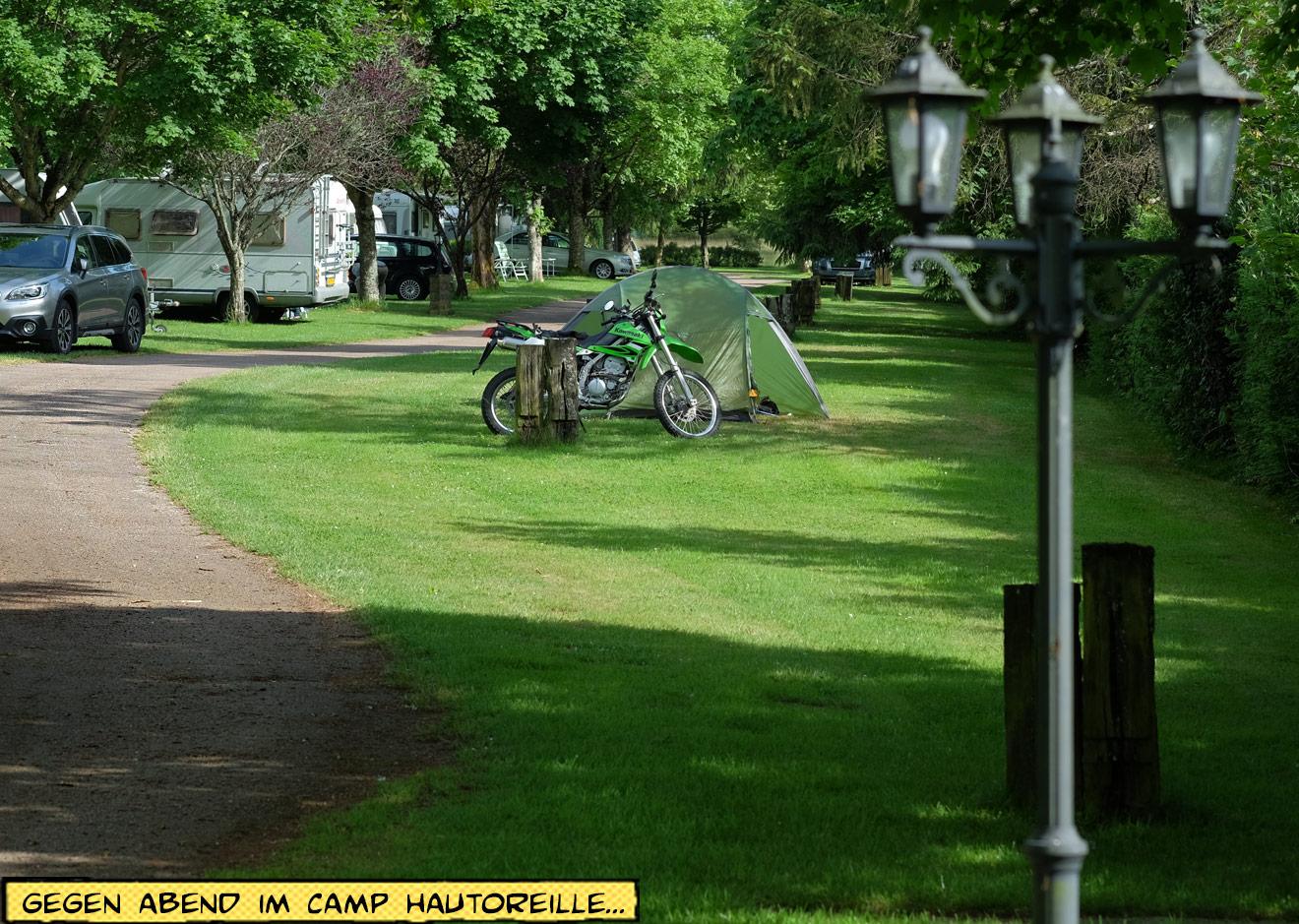 Camping Hautoreille Zelt und Motorrad