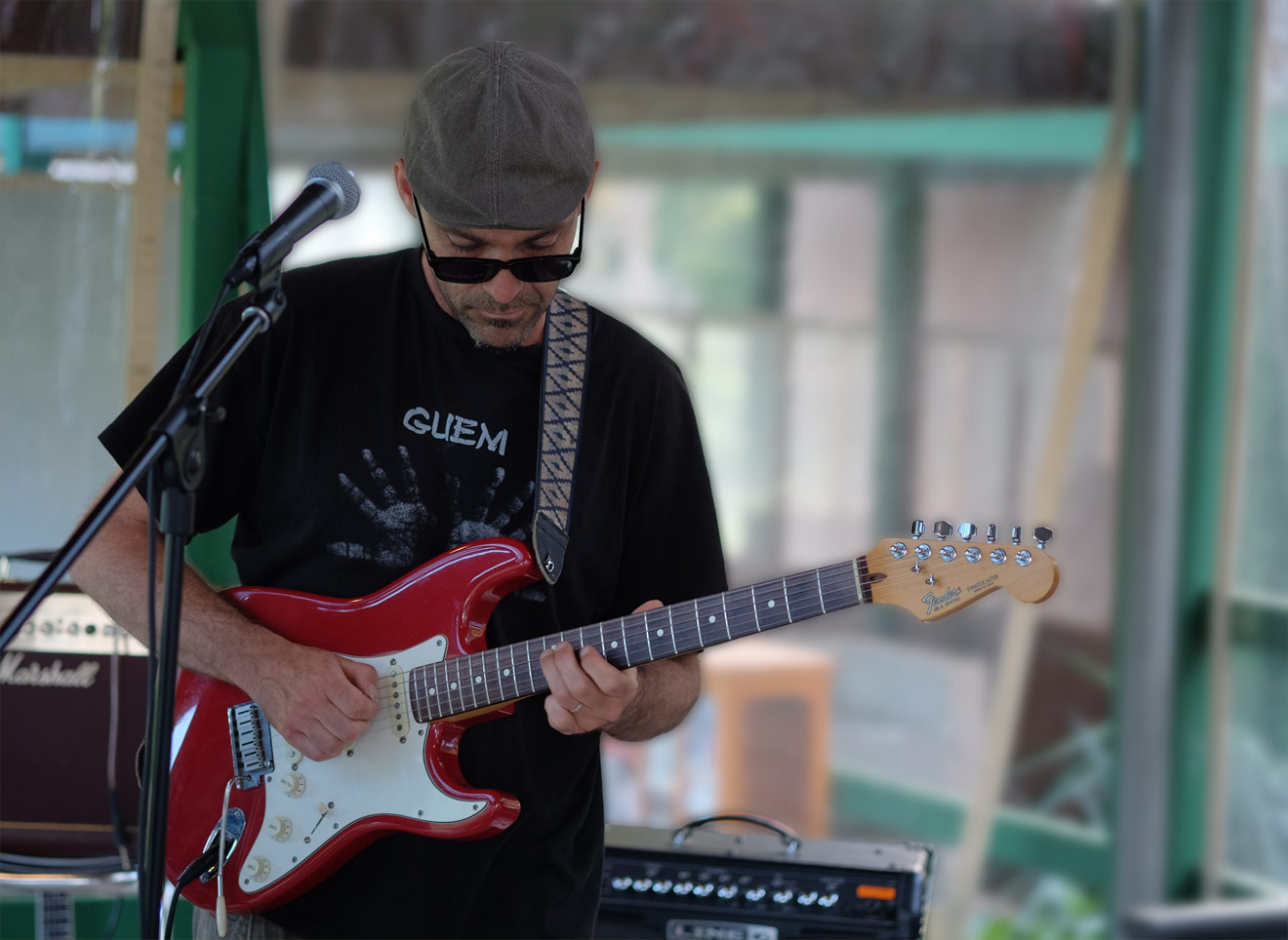 Gitarrenspieler mit E-Gitarre