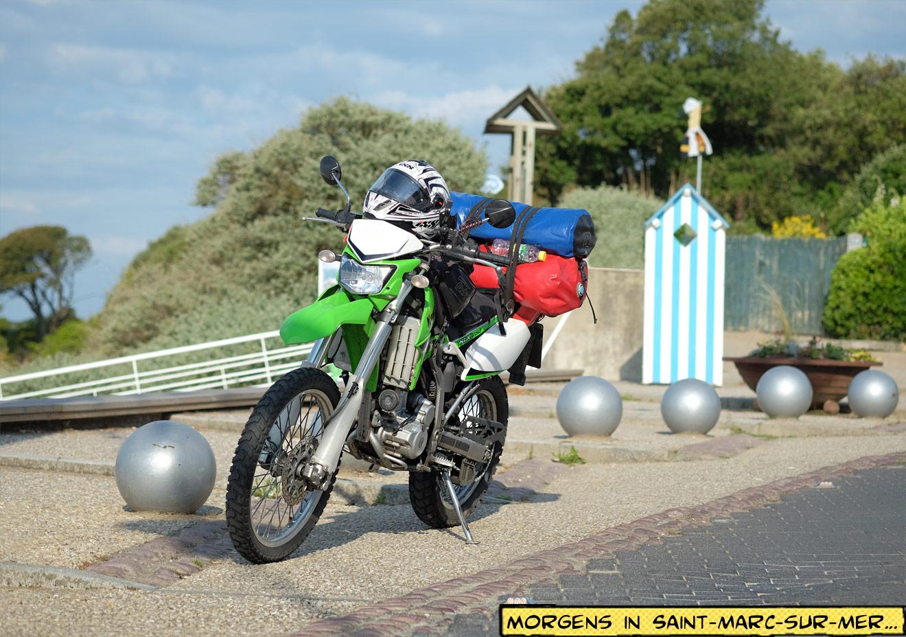 Kawasaki KLX250 mit Gepäck