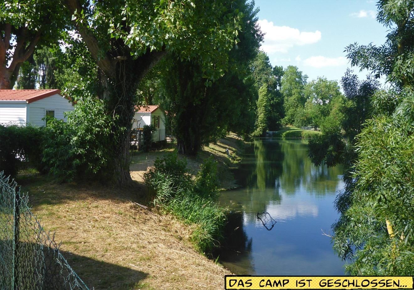 Ferienhäuser am Fluss