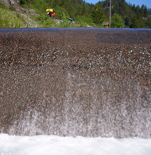 Staustufe in einem Fluss in Norwegen