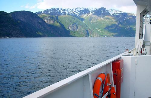 Die Fähre über den Eidefjord kostet 45 NOK