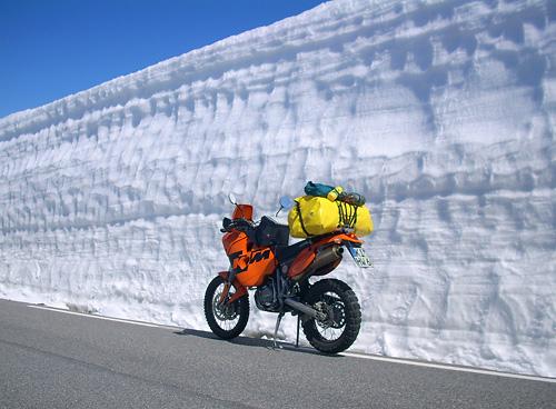 Meterhohe Schneewände in Norwegen