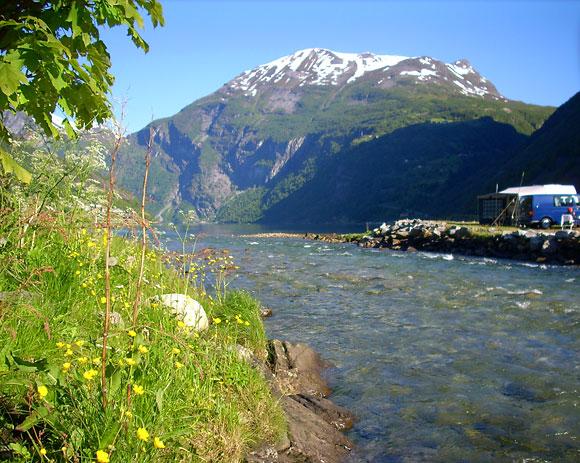 Ein Fluss auf dem Campingplatz