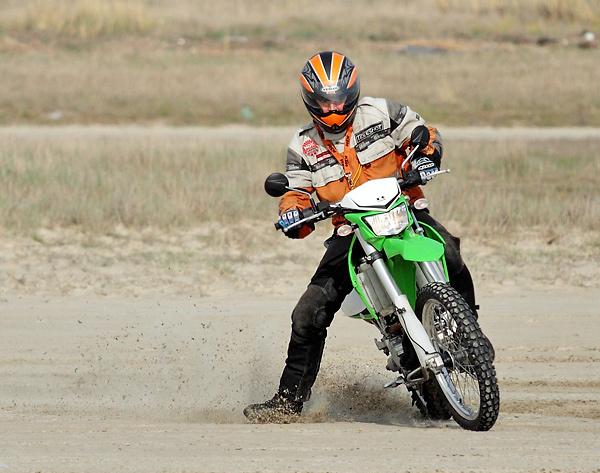 Kawasaki Enduro beim Driften