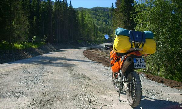 Einweggrill auf meiner KTM beim Endurowandern