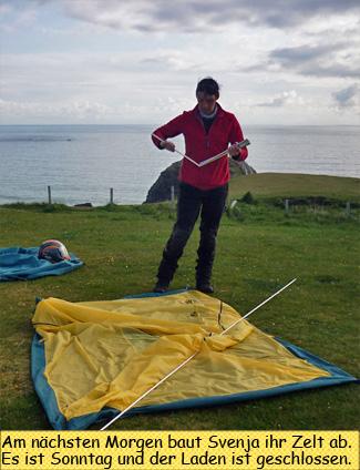 Svenja baut ihr Zelt ab
