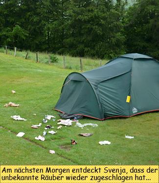 Ausgeräumter Müllbeutel am Zelt