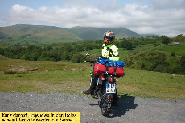 Svenja und Motorrad in den Yorkshire Dales