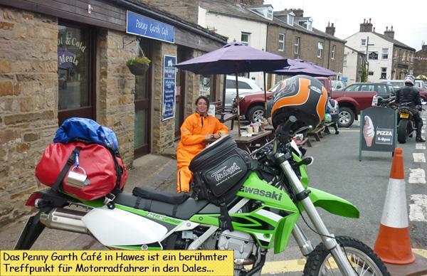 Svenja vorm Penny Garth Café in Hawes