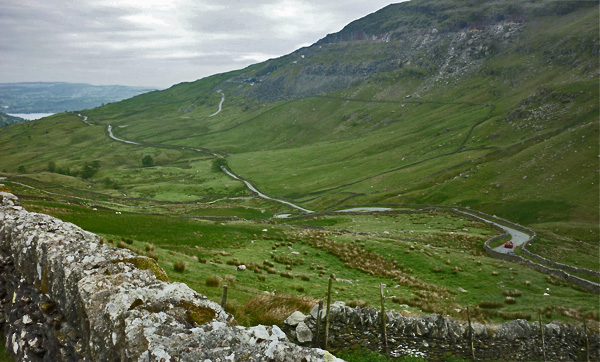 Strasse durch die Cumbrian Mountains