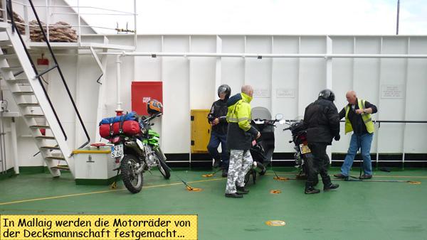 Motorrad auf der Fähre nach Skye