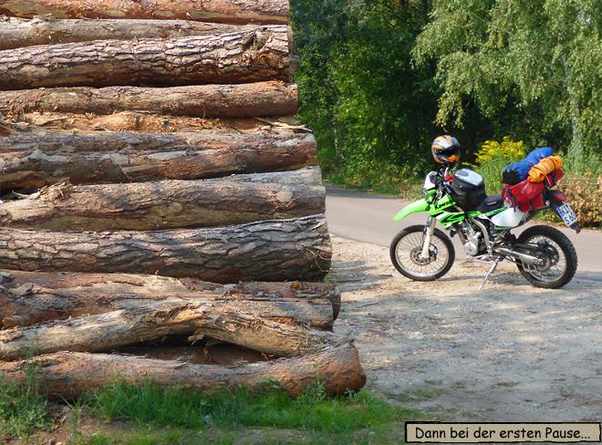 Motorrad Pause im Wald