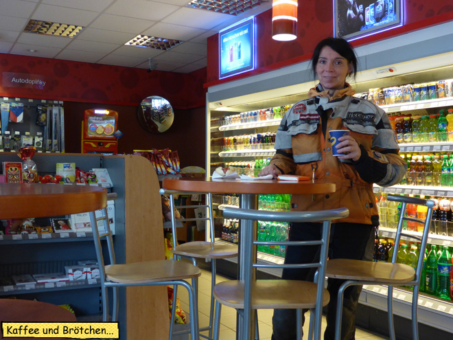 Tankstelle Kaffee trinken