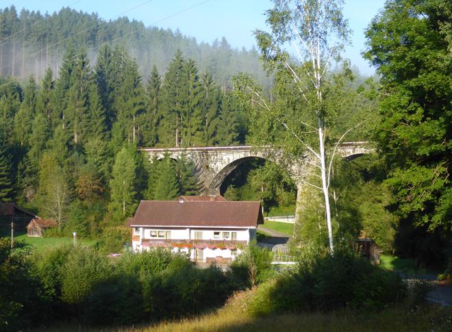 Eisenbahnbrücke Frühnebel